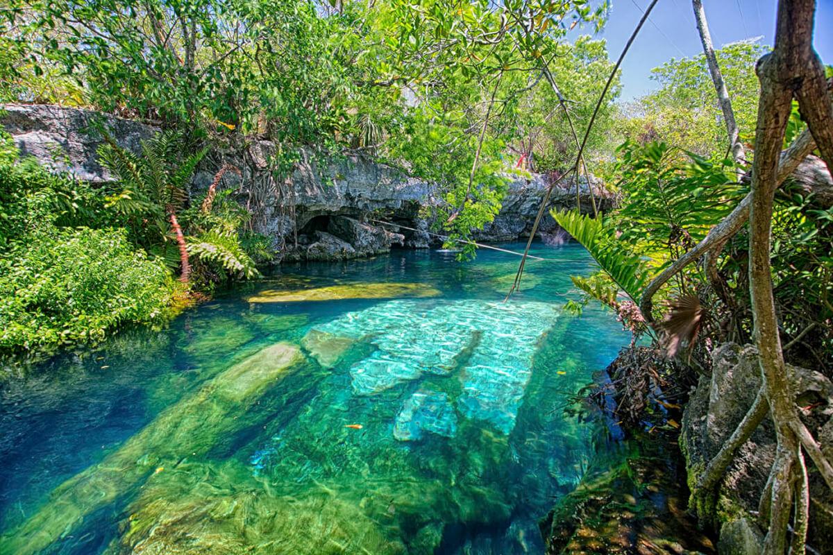 Cenote Cristalino, a pie de Riviera Maya