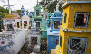 Hoctún y su colorido cementerio