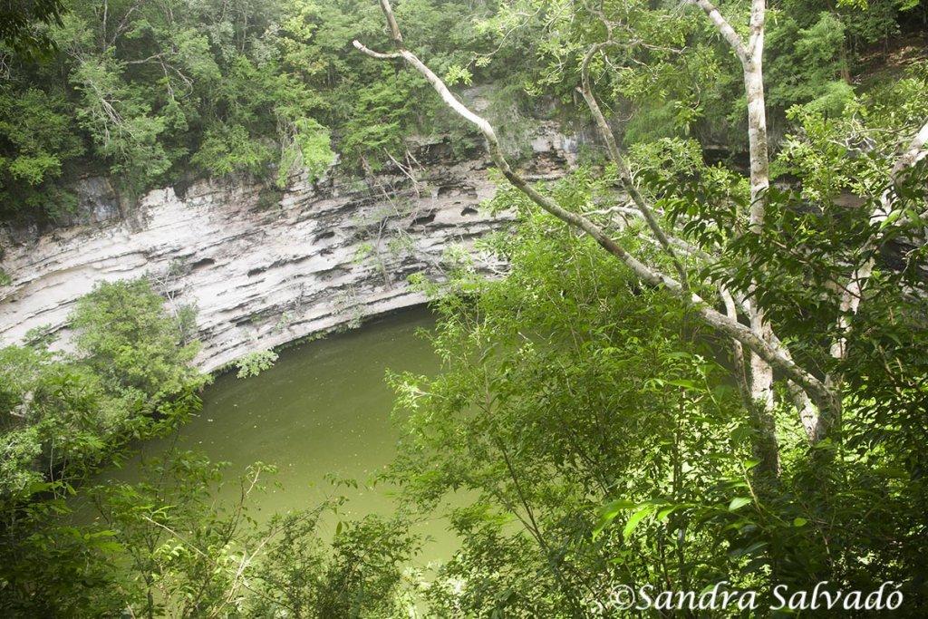 Cenote Sagrado en la Zona arqueológica Chichén Itzá, Yucatán