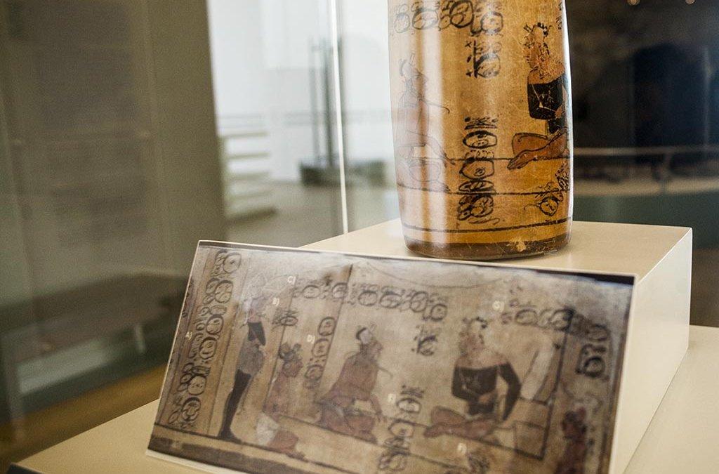 Las vasijas, la cerámica escrita