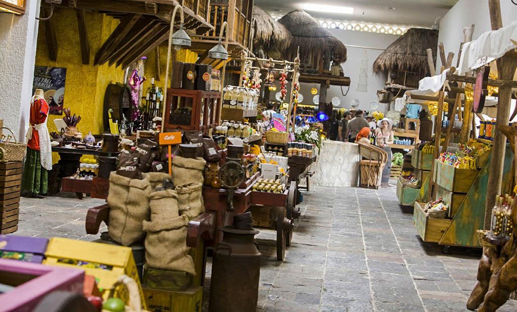Tienda en Xcaret, con muchos productos con su marca
