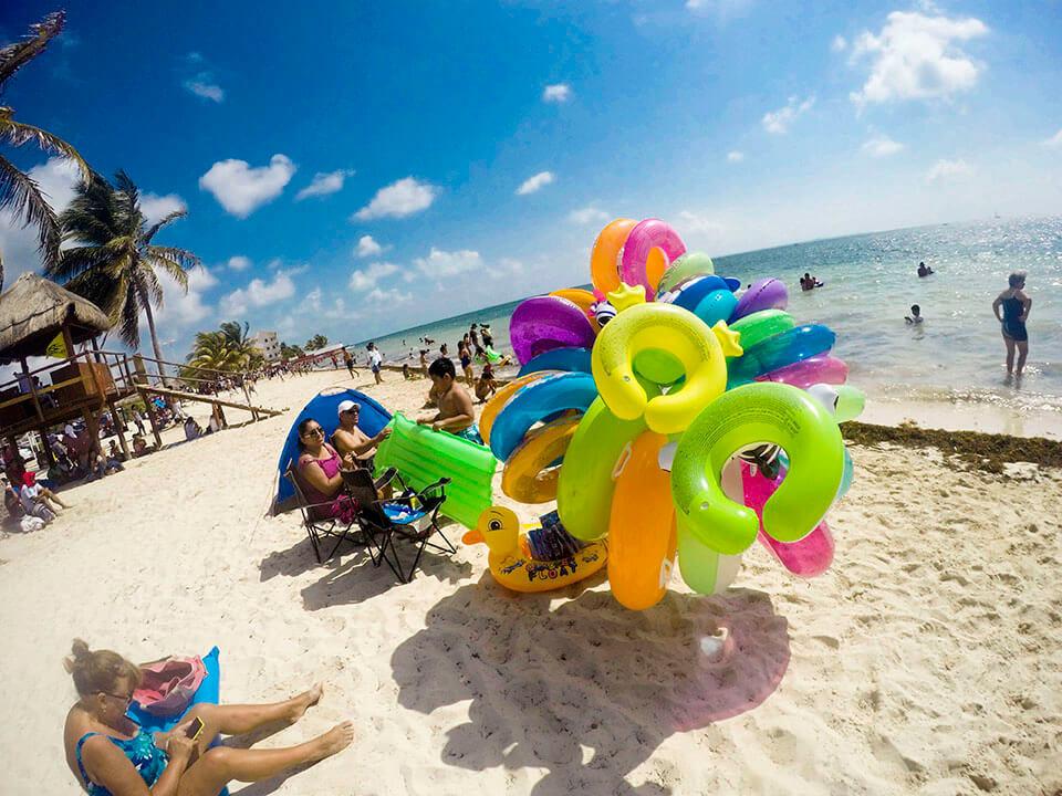 Playa Niños, la playa del pueblo