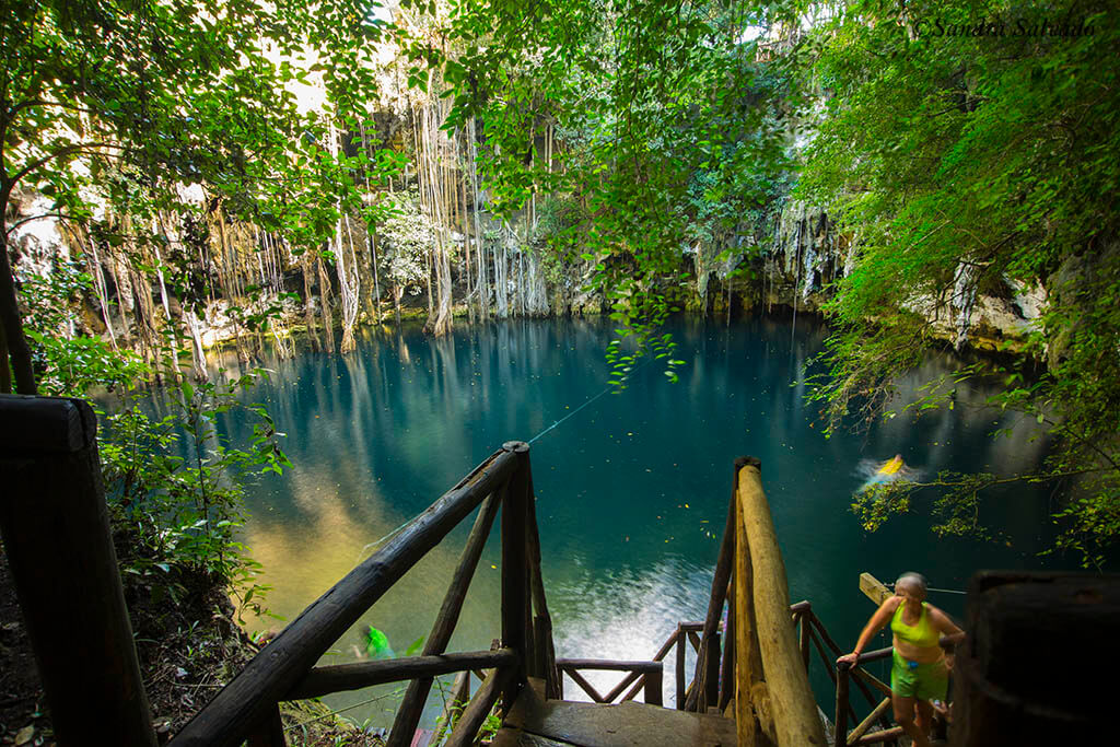 Cenote Yokdzonot, crystalline bath by the free one from Mérida to Chichen Itza