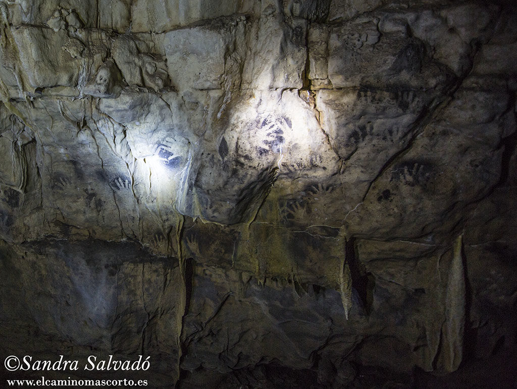 The grottos of Santa Rita, the painted hands of the underworld 7