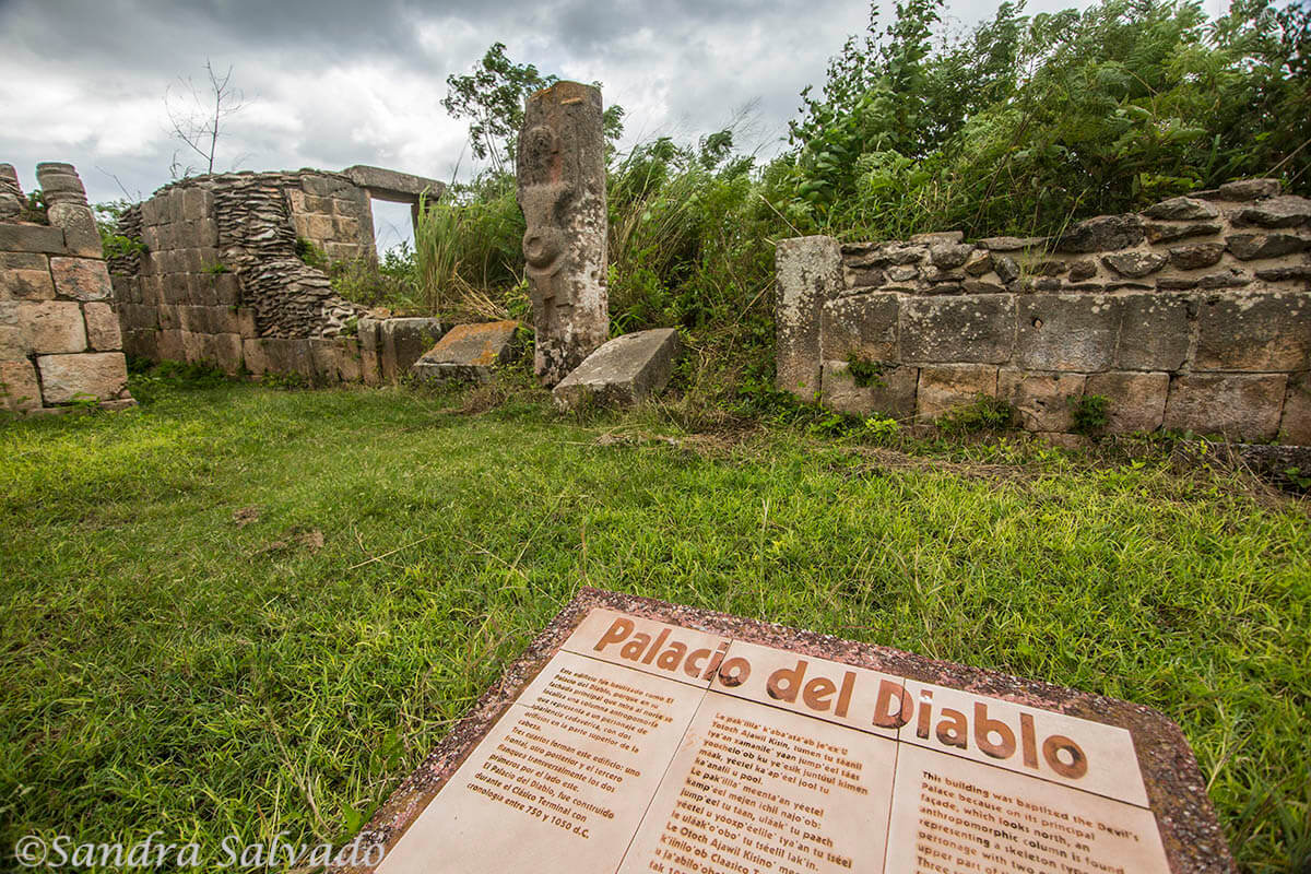 zona arqueologica oxkintok yucatan