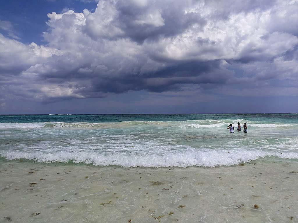 xcacel xcacelito beach
