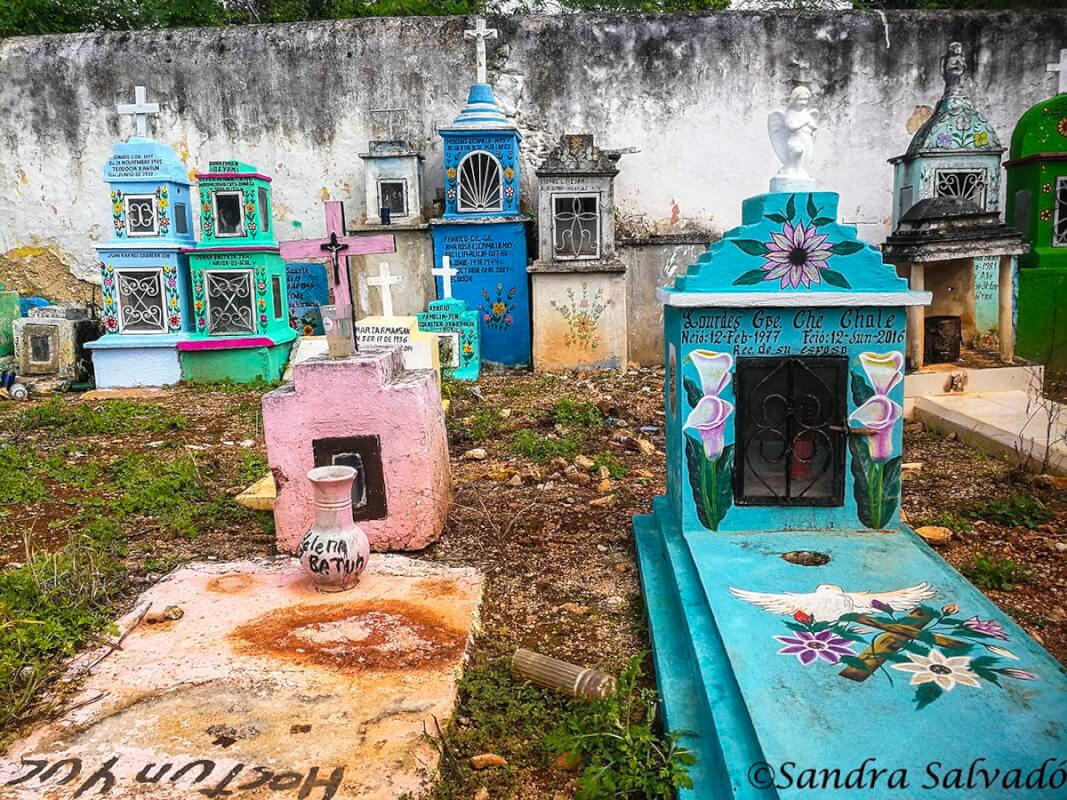 Hoctún and its colorful cemetery 2