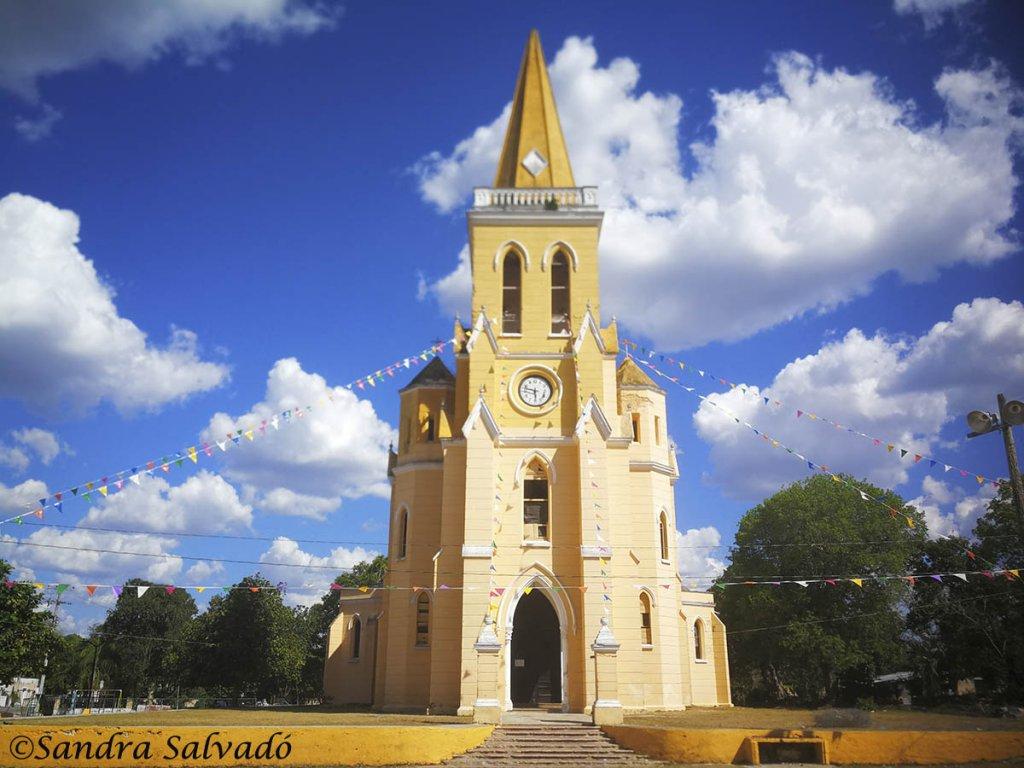 Eknakan_Yucatan_templo_gotico