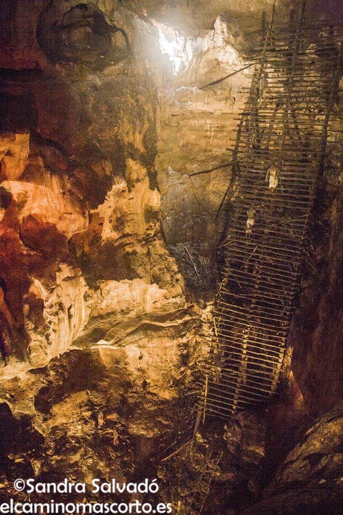Xtacumbilxunaan caves
