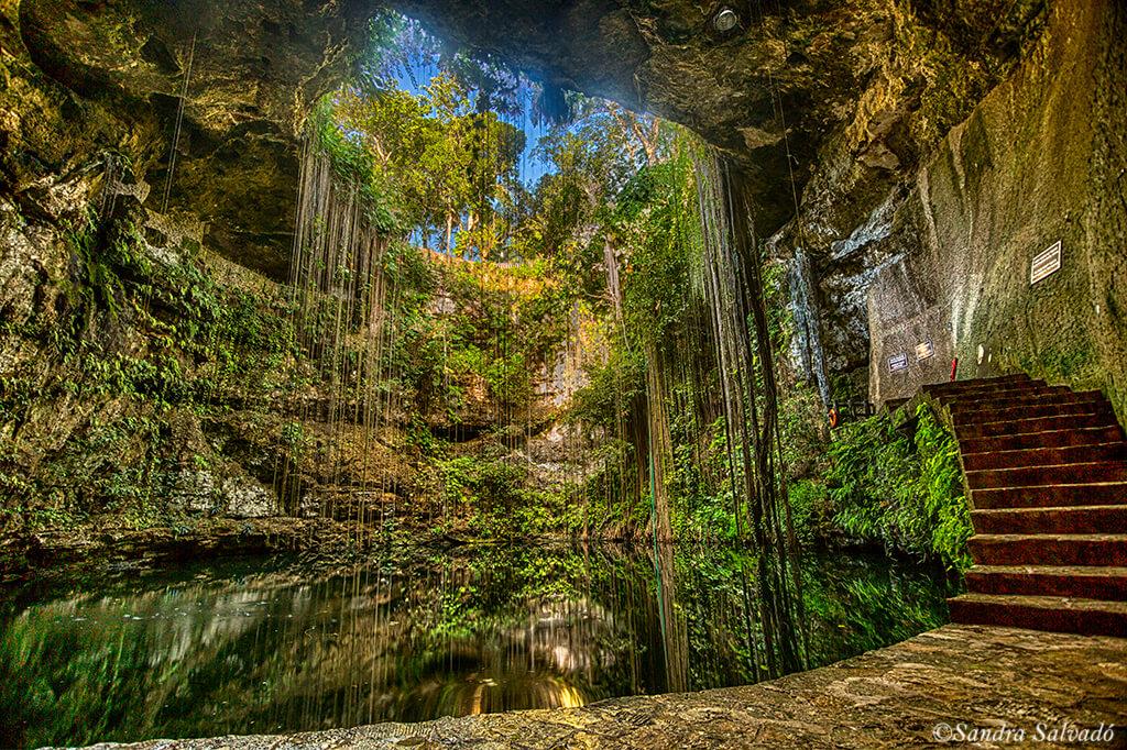 Cenote Ik kil, the most tourist of Yucatan