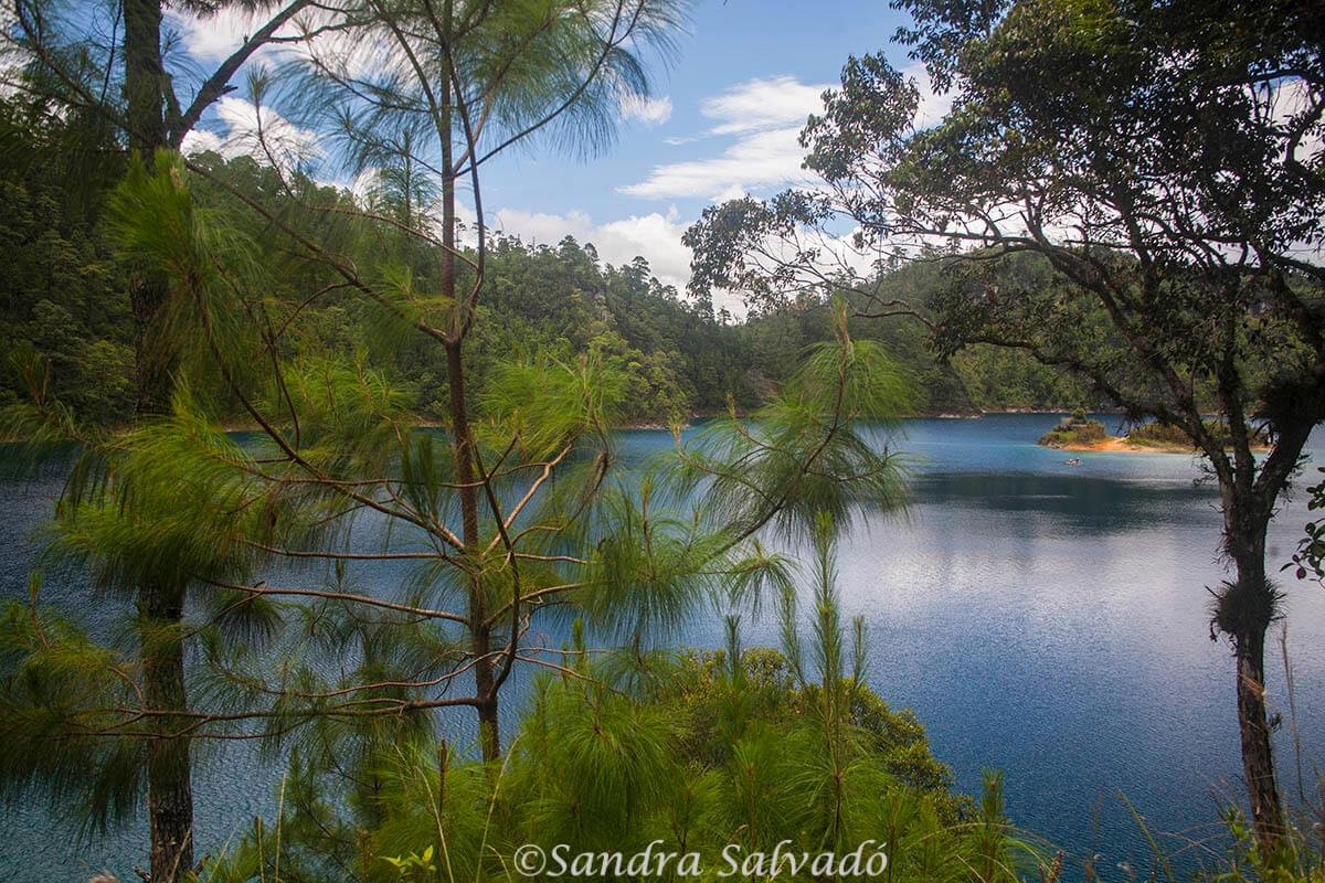 Laguna Pojoj - Lagunas de Montebello, Chiapas, México.