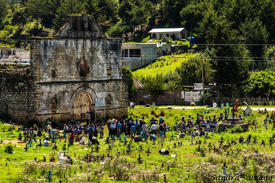 Cementerio San Juan Chamula, Chiapas, México