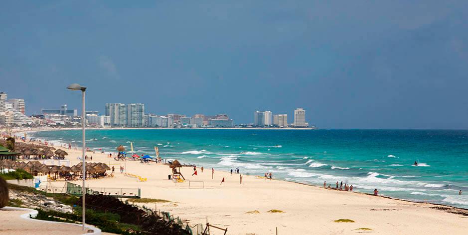 Playa Delfines, Cancún, México