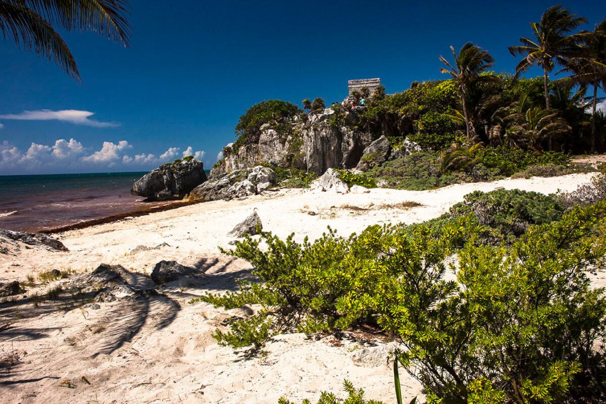El castillo de Tulum. Playa Tulum. Riviera Maya. México.