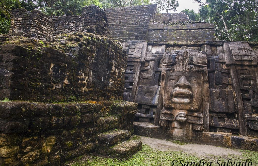 How to get to the archaeological zone of Lamanai