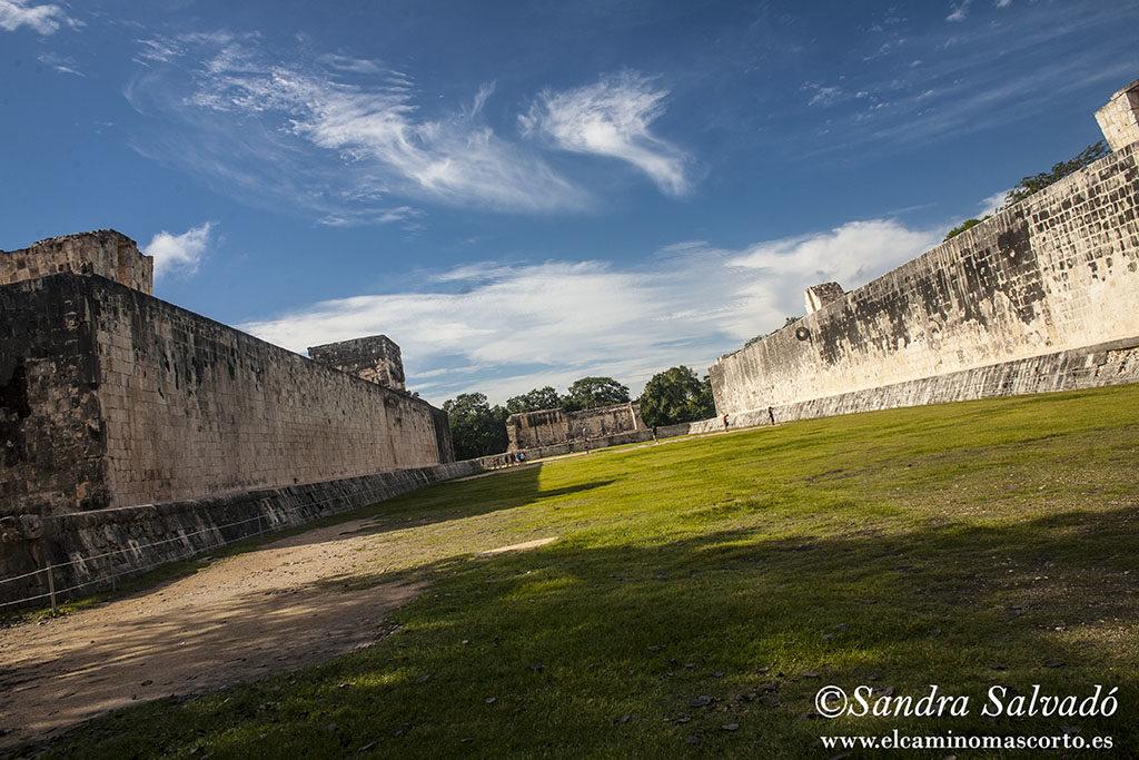 Zona arqueológica de Chichén Itzá. Juego de pelota. Yucatán, México.