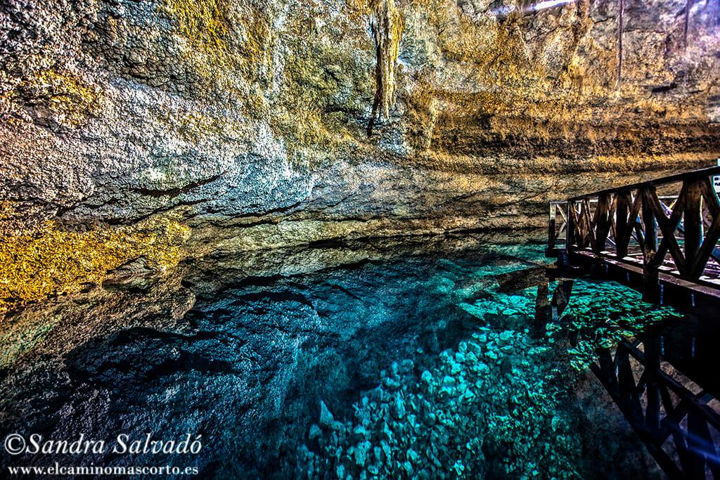 Cenote Multun Ha, baño bajo una cúpula de estalacticas.
